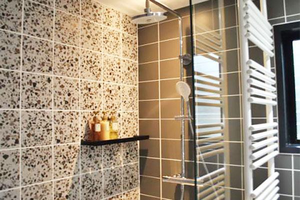 コテージ(C-3):トイレ、シャワールーム完備