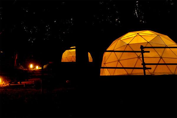 ドームテント:ライトアップで幻想的な空間に