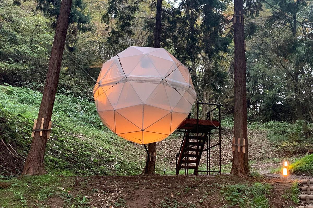 グランピングサイト:球体テント